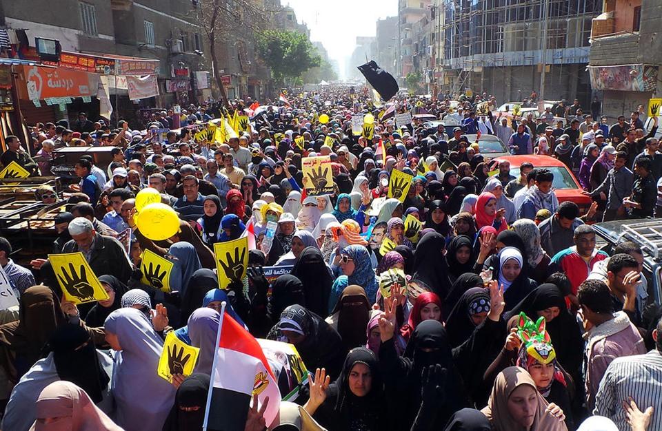 """""""الثوري المصري"""" يدعو لتنويع أنماط الاحتجاج ضد """"العسكر"""""""