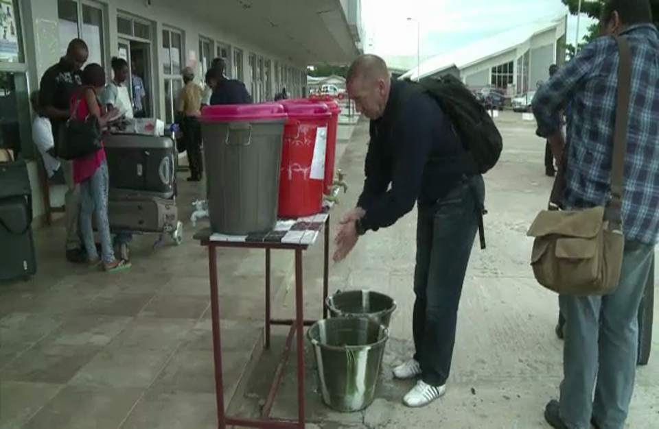 """حصيلة وفيات """"إيبولا"""" تتجاوز العشرة آلاف (فيديو)"""