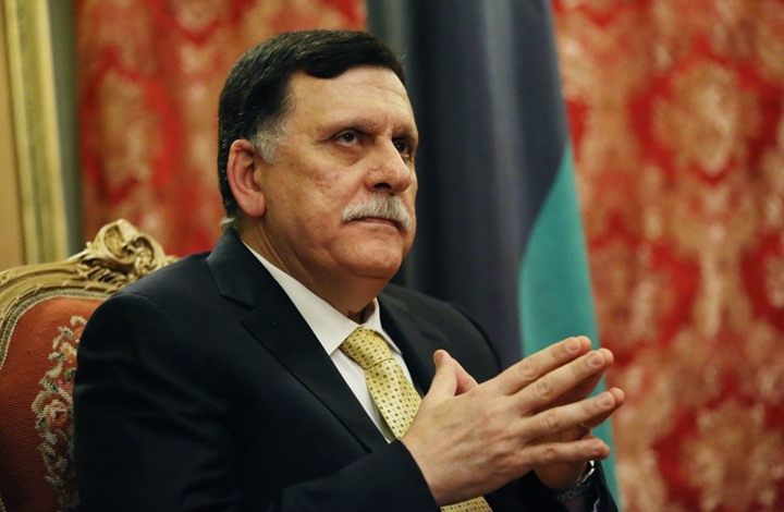 ماي تلتقي السراج وتدعو لوقف إطلاق النار في ليبيا