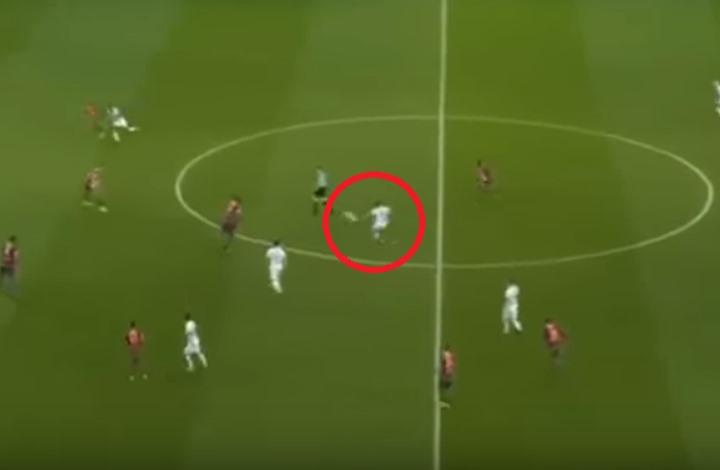 """لاعب ليون يسجل هدفا غاية في الدقة والروعة بـ""""الليغ1"""" (فيديو)"""