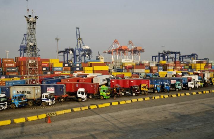 ضربة جديدة لاقتصاد مصر.. هروب جماعي لشركات شحن عملاقة