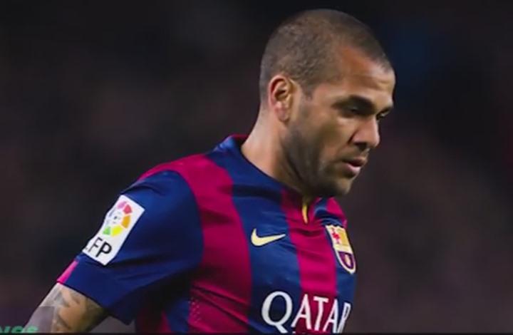 تعرف على 10 لاعبي كرة قدم هاجموا المشجعين (فيديو)
