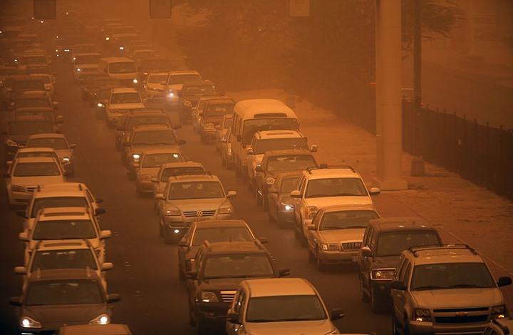 محام كويتي يدعو لوقف صرف رخص قيادة السيارة للوافدين
