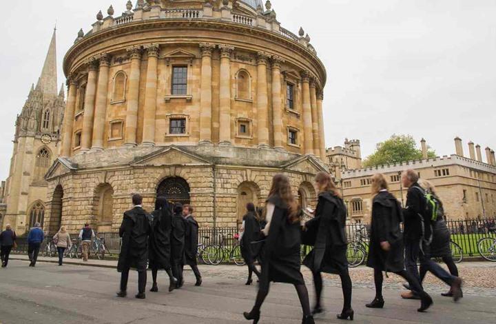 """اتهام """"كامبردج"""" و""""أكسفورد"""" بـ""""العنصرية"""" في انتقاء الطلاب"""