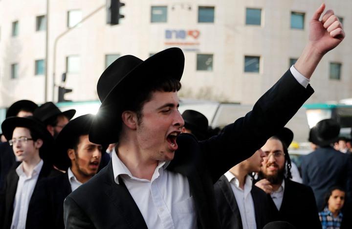 "طائفة يهودية تضرب شابا اشترى هاتفا من متجر ""حرام"" (فيديو)"