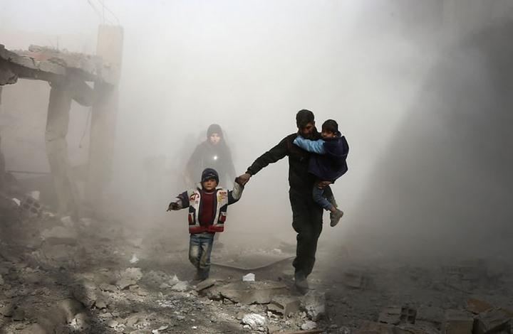 وصول المساعدات للغوطة يثير فضيحة وتواصل القصف (فيديو)