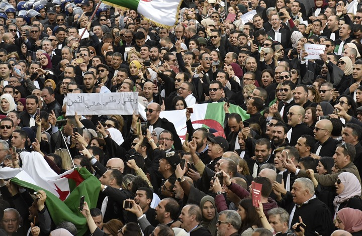 من الثورة لحالة منظمة.. هل ينجح حراك الجزائر بعامه الثاني؟