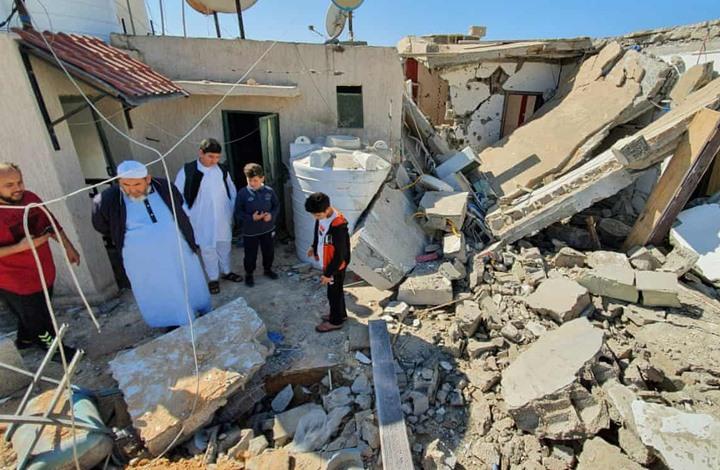 الغارديان: الإمارات زودت حفتر بخمسة آلاف طن من الأسلحة
