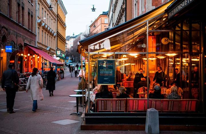 """لماذا أبقت السويد الحياة طبيعية رغم انتشار """"كورونا""""؟"""