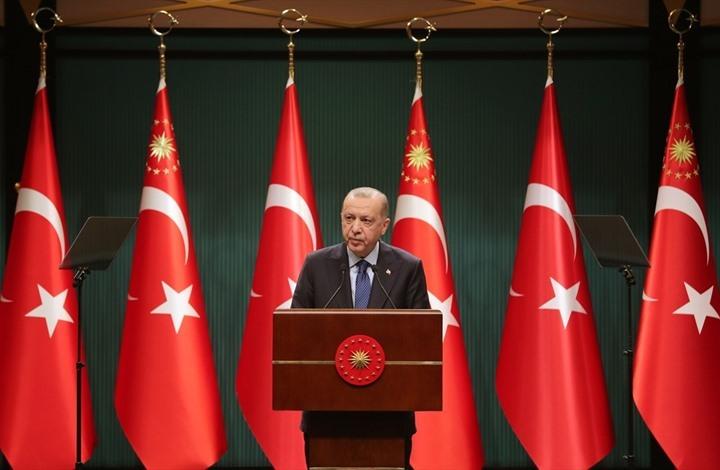 أردوغان يعلن بدء تخفيف إجراءات الحظر والإغلاقات بتركيا
