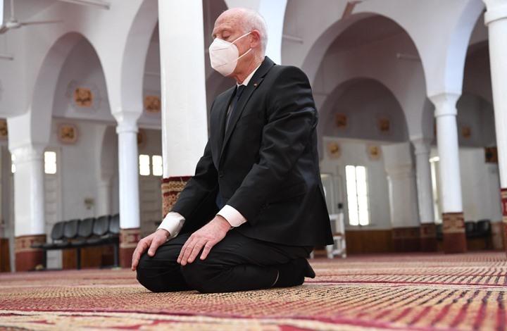 صلاة سعيّد في مسجد بقرية الغنوشي تثير تساؤلات (صور)