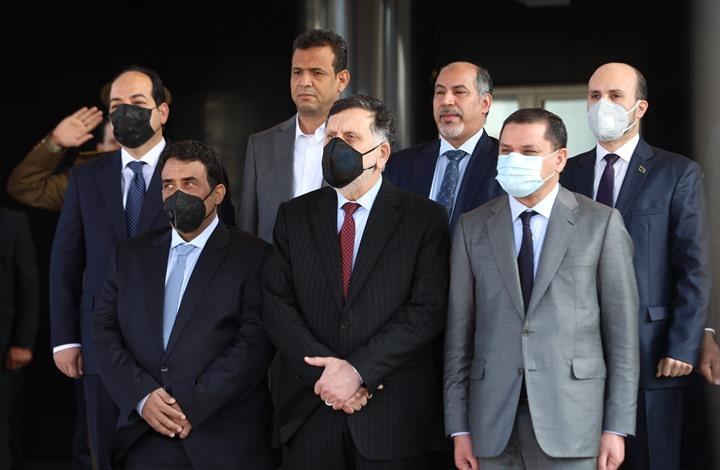 السلطة الجديدة بليبيا تتسلم الحكم.. وإشادة بدور السراج (شاهد)