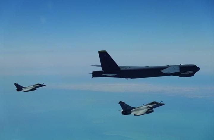 روسيا تستنكر مشاركة قاذفة أمريكية في مناورات قرب سواحلها