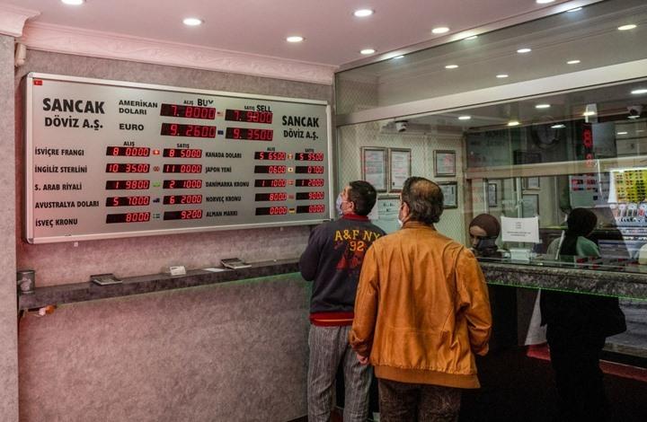 الليرة التركية تنتعش قبل يومين من إغلاق تام لنحو 3 أسابيع