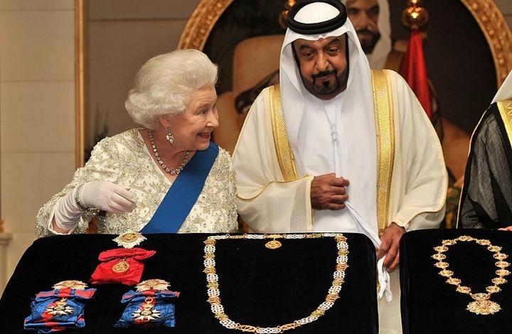 موقع: ملكة بريطانيا تفضل خيول أمراء الخليج على حقوق الإنسان