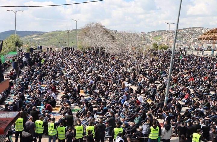 غضب في أم الفحم.. علم فلسطين فوق البلدية لأول مرة (شاهد)