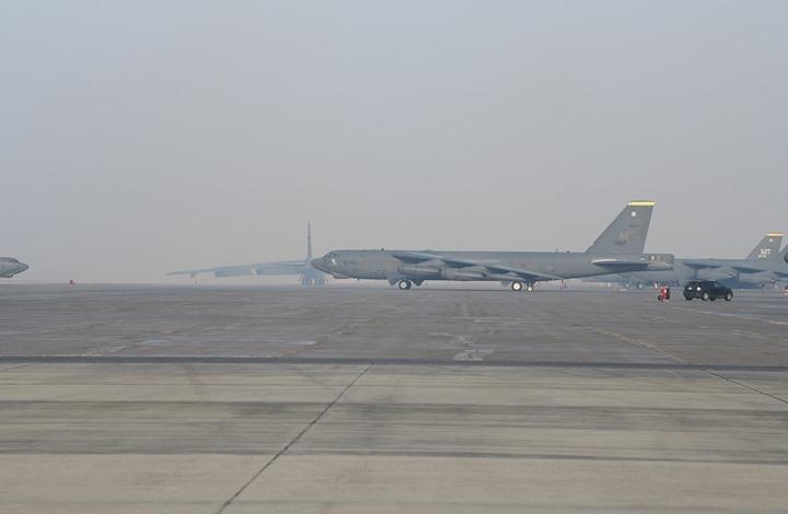 دورية جديدة لقاذفتين أمريكيتين بأجواء الشرق الأوسط (صور)