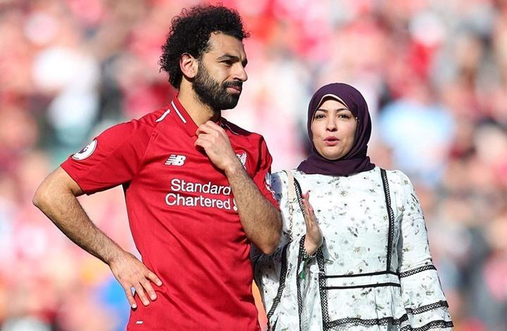 ما حقيقة انفصال المصري صلاح عن زوجته ماجي؟