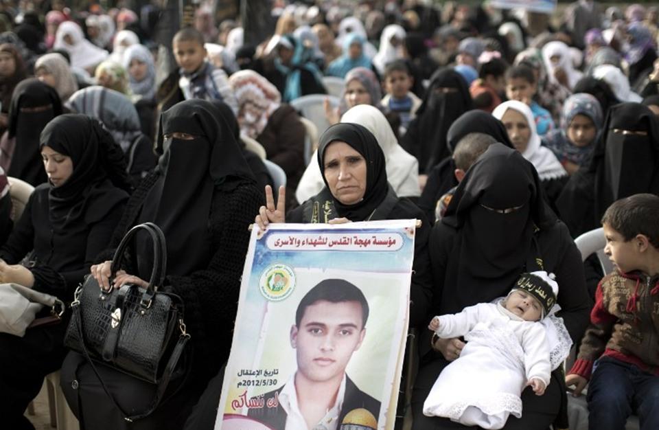 """هل تحول يوم الأسير الفلسطيني إلى """"مناسبة شعارات""""؟"""