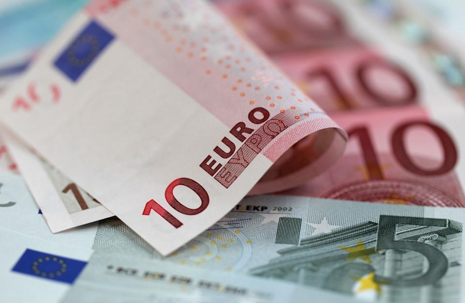 سياسي فرنسي بارز يتوقع اختفاء اليورو خلال 10 سنوات