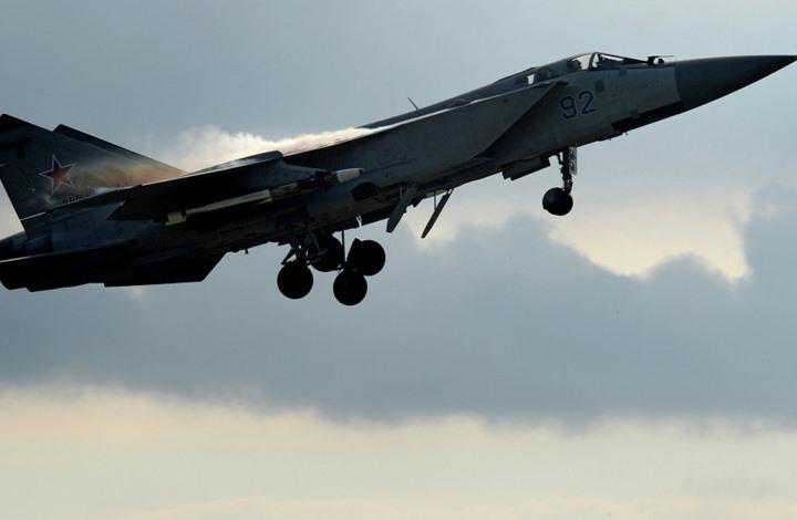 مقاتلة روسية قامت بدورة كاملة حول طائرة استطلاع أمريكية