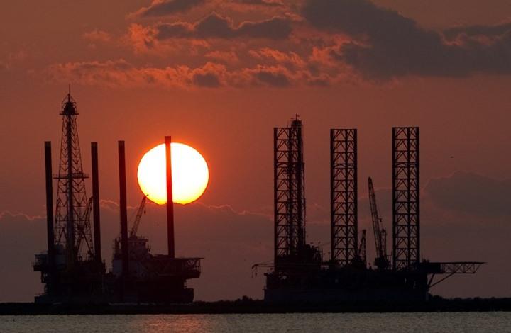 النفط يهبط مع زيادة صادرات إيران والمنصات الأمريكية