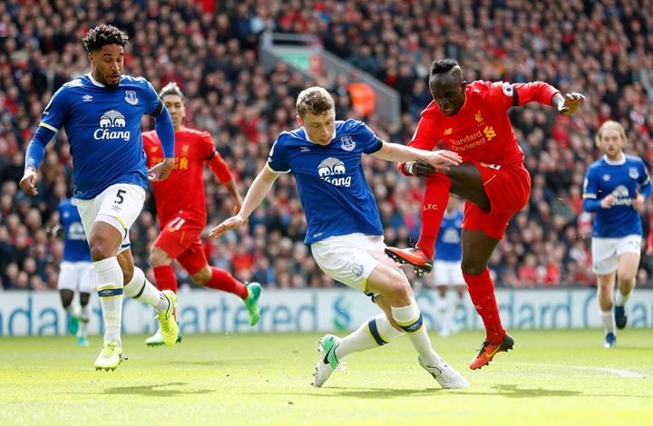 """ليفربول يسحق إيفرتون بثلاثية في """"ديربي الميرسيسايد"""" (فيديو)"""
