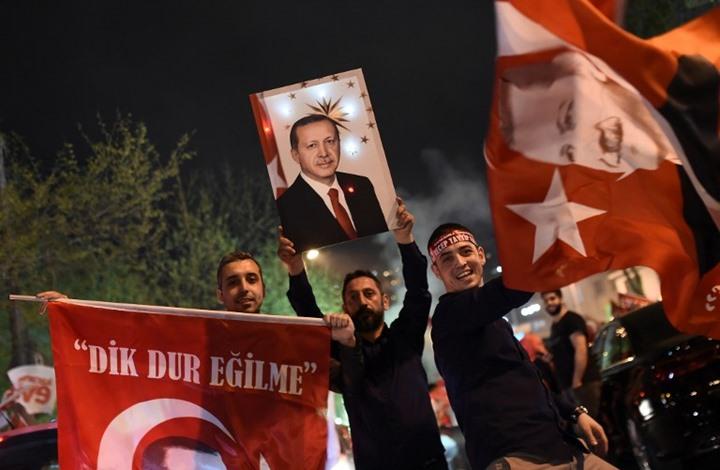 كيف انعكست نتيجة الاستفتاء التركي على الليرة والبورصة؟