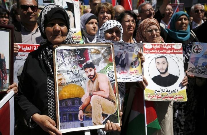 أسرى فلسطين يواصلون إضرابهم والاحتلال يصعد ضدهم