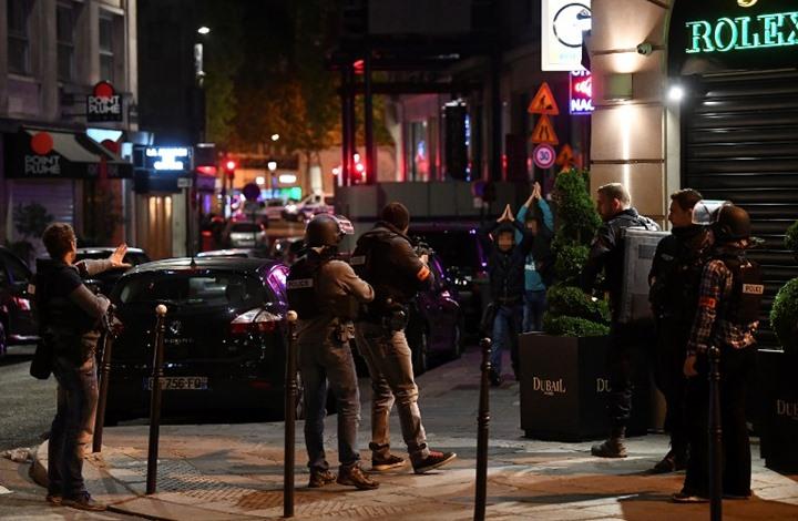 مسلح يقتل شرطيا في باريس وتنظيم الدولة يتبنى (فيديو)