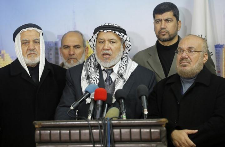 """نائب فلسطيني يدعو لإعدام الرئيس عباس """"شنقا"""" وسط غزة (شاهد)"""