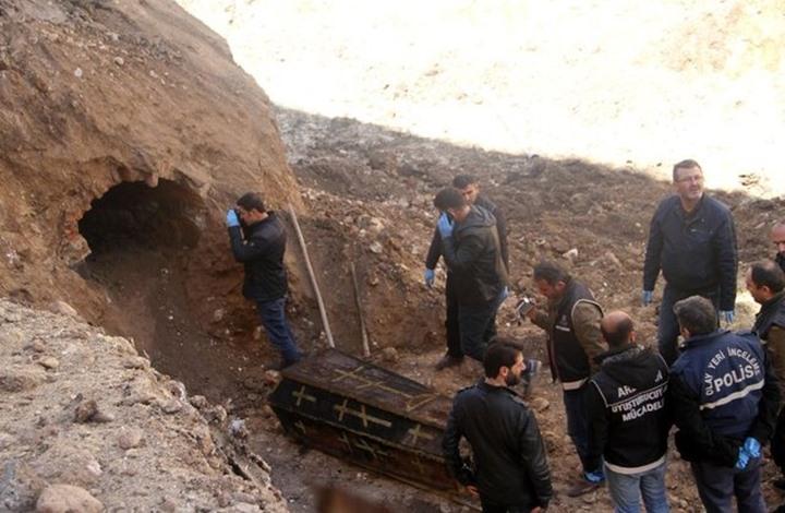عمال أتراك يكتشفون تابوتا أثناء الحفر.. ماذا بداخله؟ (صور) 4201727211314298