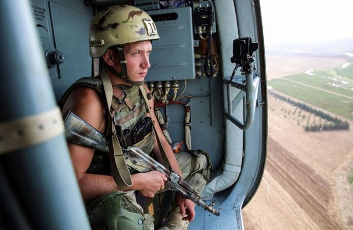 تصنيع بزة عسكرية روسية مزودة بدرون وأدوات قتالية خارقة
