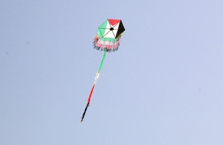 طائرات غزة الورقية تكبد مستوطني الغلاف خسائر فادحة