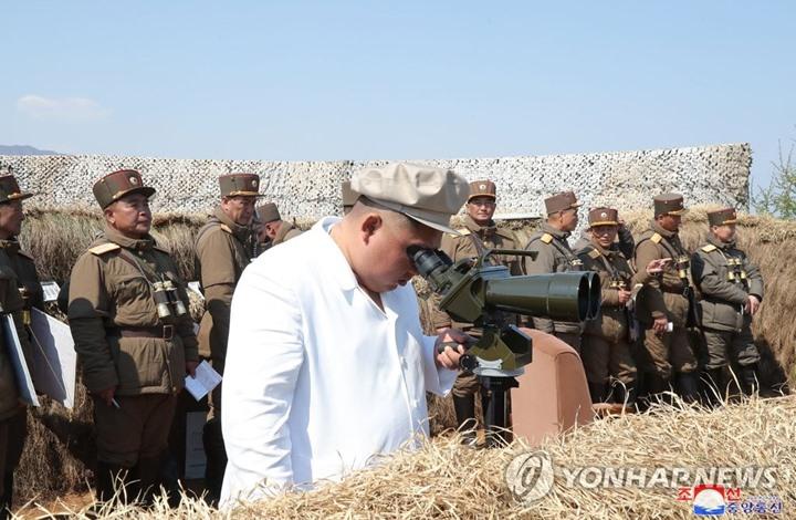 تدريبات عسكرية في كوريا الشمالية بحضور زعيمها (صور)