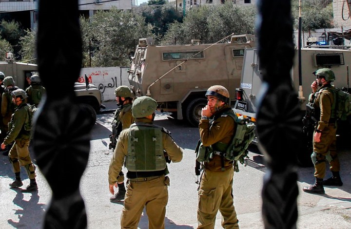هكذا رقص جنود الاحتلال بعد إصابتهم شابا فلسطينيا (شاهد)