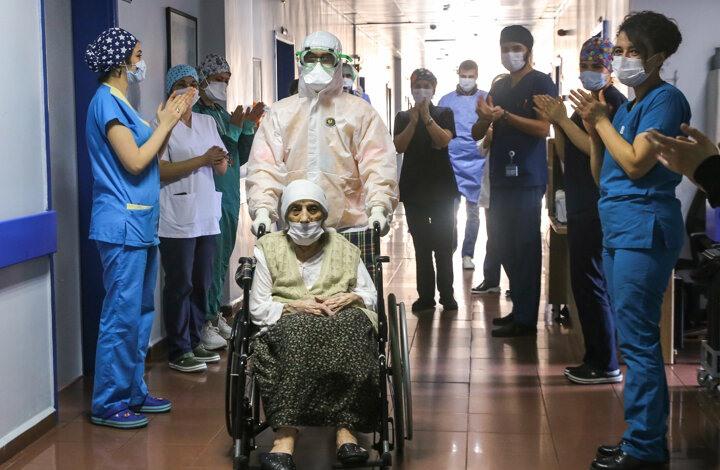 معمرة تركية تبلغ من العمر 107 أعوام تهزم كورونا