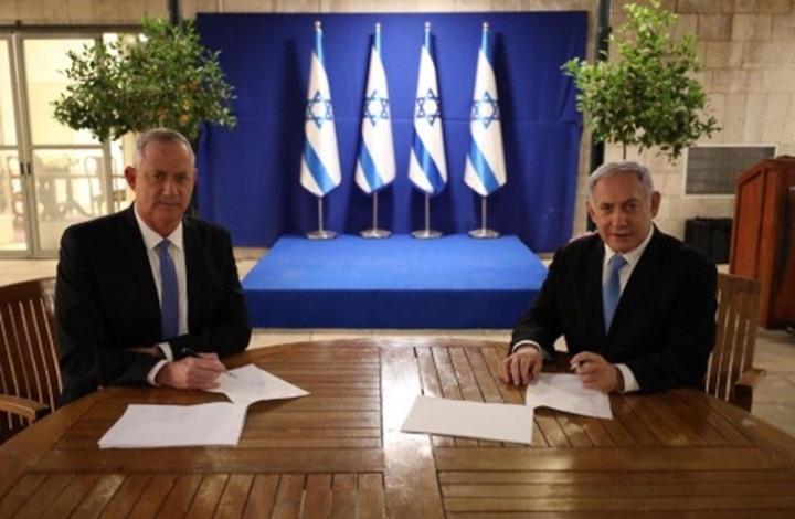 نتنياهو وغانتس يوقعان اتفاقية لتشكيل حكومة طارئة.. تفاصيل