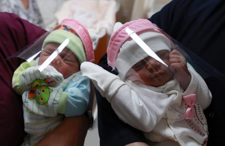 دراسة تظهر وجود كورونا بحليب الأم المرضعة.. هل ينتقل للطفل؟