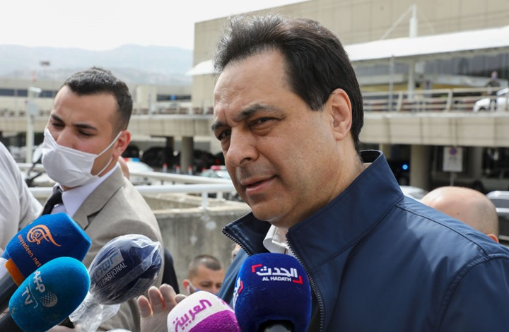 دياب يغادر لبنان بعد استدعائه للقضاء.. ووزير مغادر يذرف الدموع