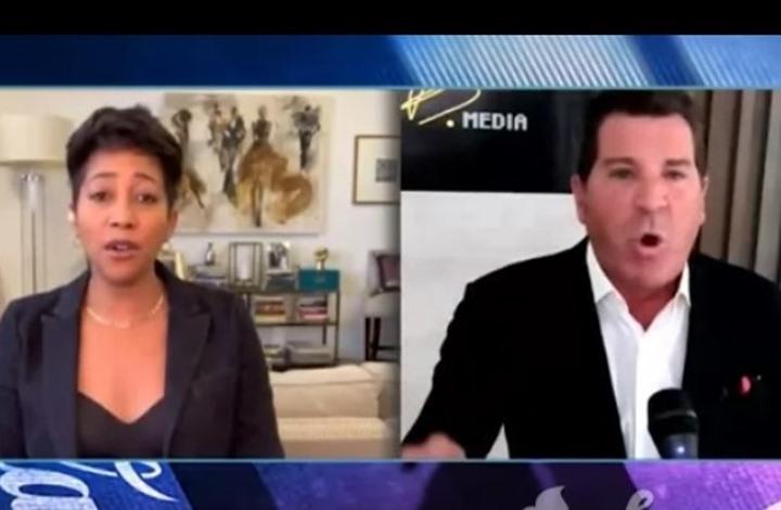 مذيع سابق ينفعل ويغادر لقاء على الهواء (فيديو)