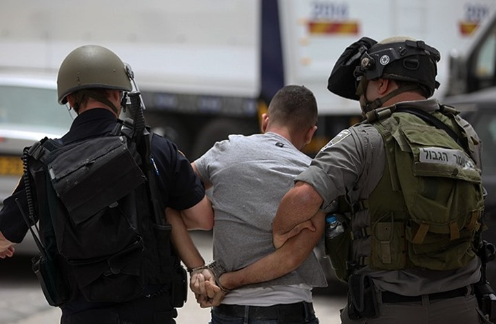 الاحتلال يداهم ويعتقل شبانا فلسطينيين بالضفة ويتوغل بغزة