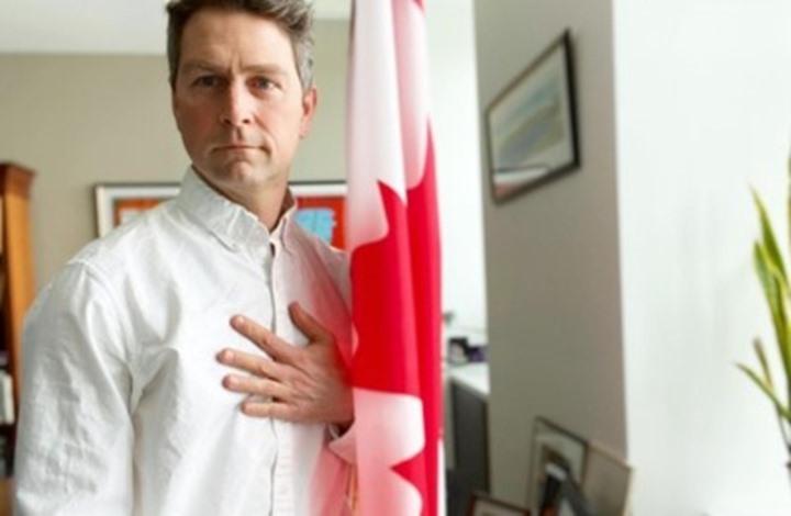 نائب كندي يظهر عاريا في اجتماع رسمي.. ويعلّق