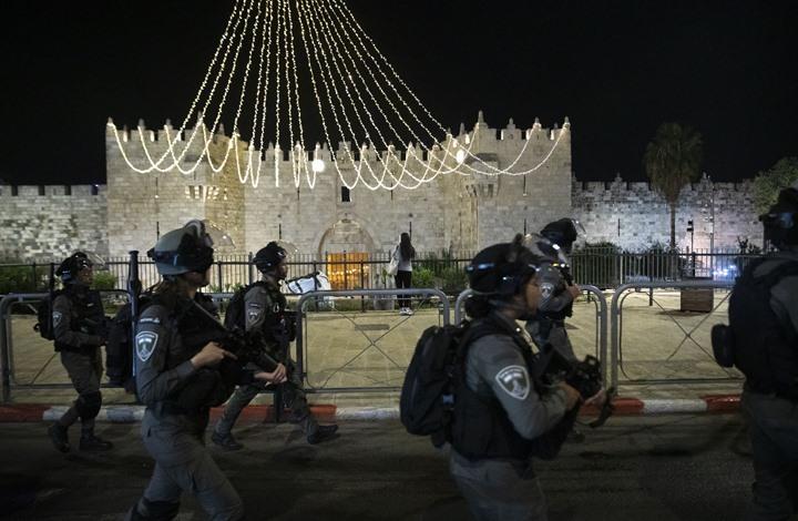 اعتقال مقدسيين واقتحام للأقصى وإخطار بهدم 13 منزلا في نابلس