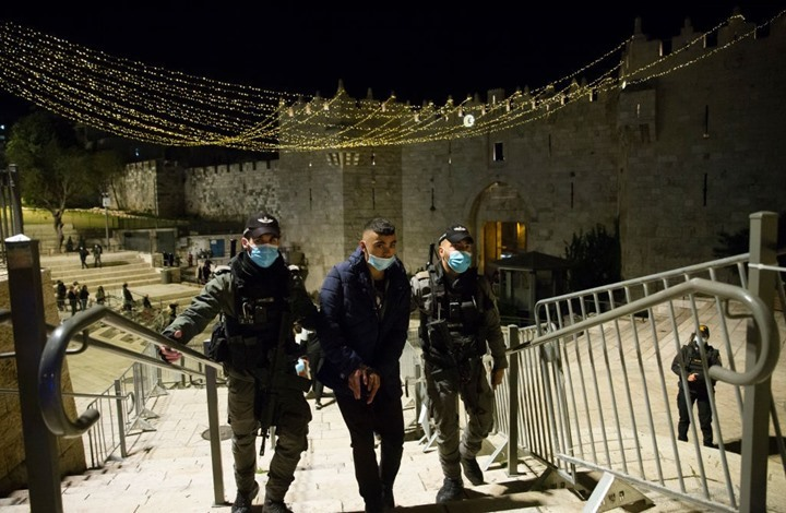 مواجهات مع مستوطنين بالقدس والاحتلال يعتقل 3 شبان (شاهد)