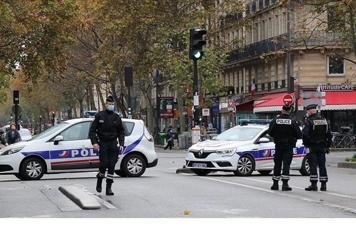 الكشف عن جنسية منفذ عملية طعن الشرطية قرب باريس
