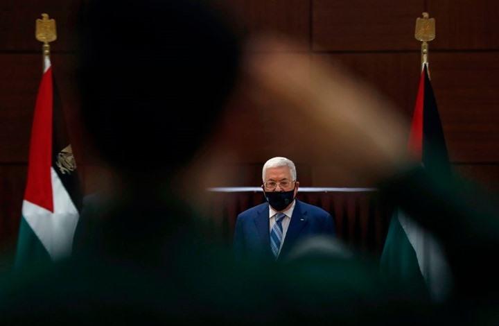 لوفيغارو: جهود إدارة بايدن لن تنقذ عباس