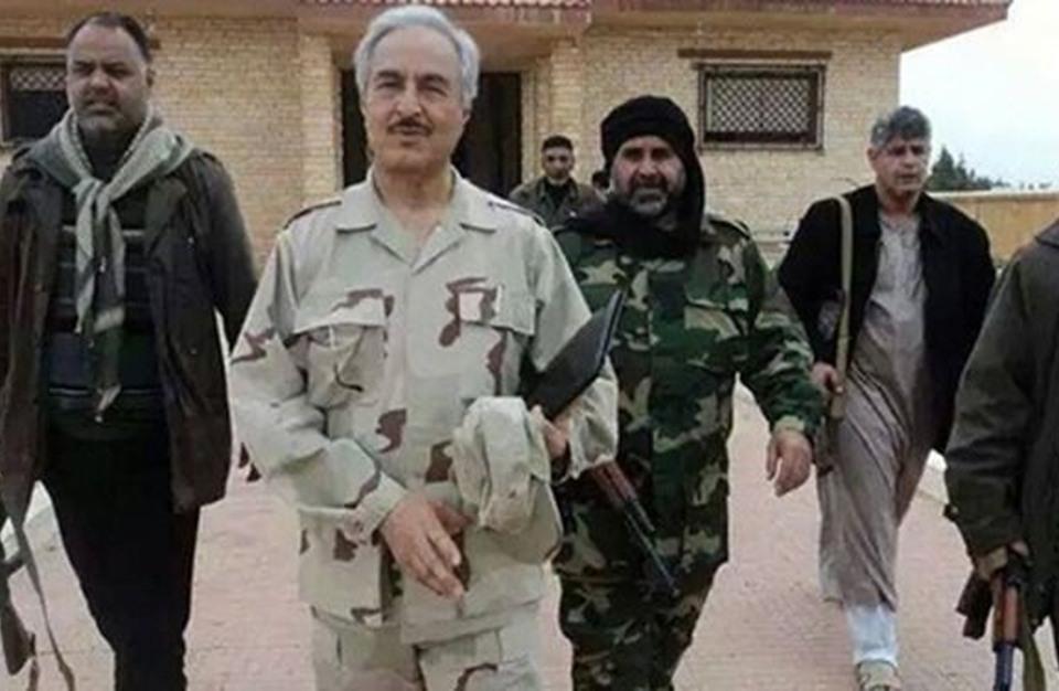 مصدر: حكومة طبرق تقرر تعيين حفتر وزيرا للدفاع