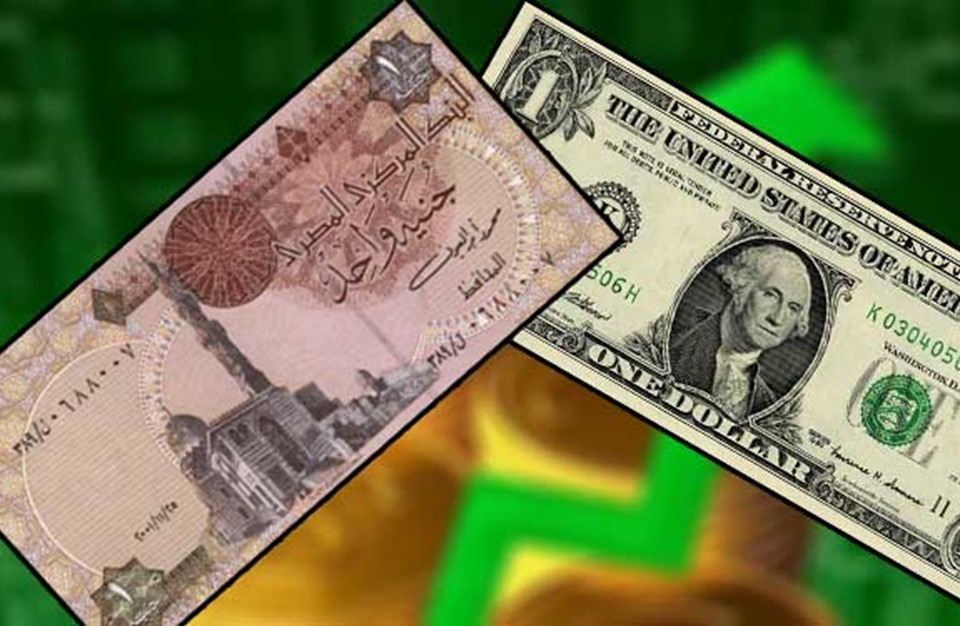 الدولار يقفز للمرة الأولى لفوق 18 جنيها في بنوك مصرية