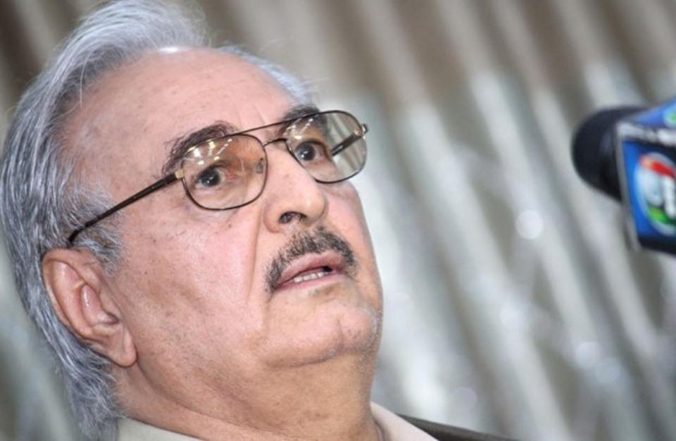 سابقة.. رئيس أركان الجيش المصري يلتقي حفتر ببنغازي